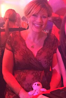 Kate Silverton wearing the Abendkleid Eden  lang (Chocolate)