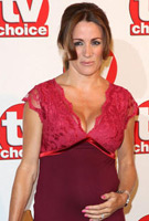 Natalie Pinkham wearing the Luella Etuikleid (Bright Rose)