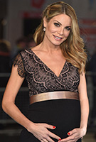 Charlotte Jackson wearing the Rosa Kleid (Vintage Blush)