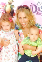 Jasmine Harman wearing the Hawaiian Breeze Maxikleid