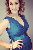 Amy Williams MBE wearing the Abendkleid Ava lang (Aegean Blue)