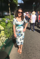 Laura Tobin  wearing the Etuikleid Tilly (Tropischer Print)
