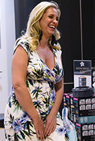 Josie Gibson wearing the Maxikleid Alana (Inky Tropics)