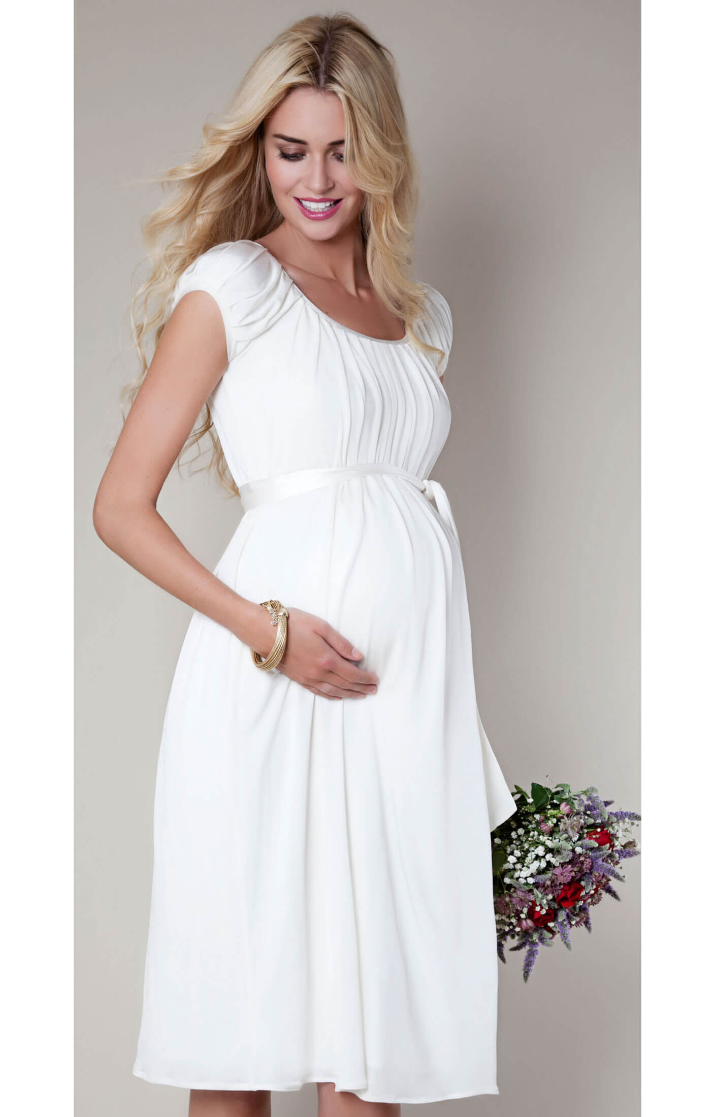 Dress lengths range from comfortably short and sweet to long and luxurious maxi styles. Whether it's warm or cold outside, you'll find maternity dresses suitable for any time of year. Layer warm stockings underneath special occasion maternity dresses when heading to a winter get-together.